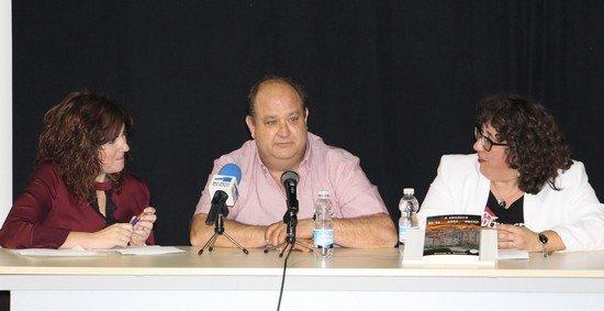 Momento de la presentación de La conjura de la Santa Espina de Santiago Hernández
