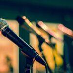 Micrófonos de las entrevistas en la Radio a Sergio Reyes