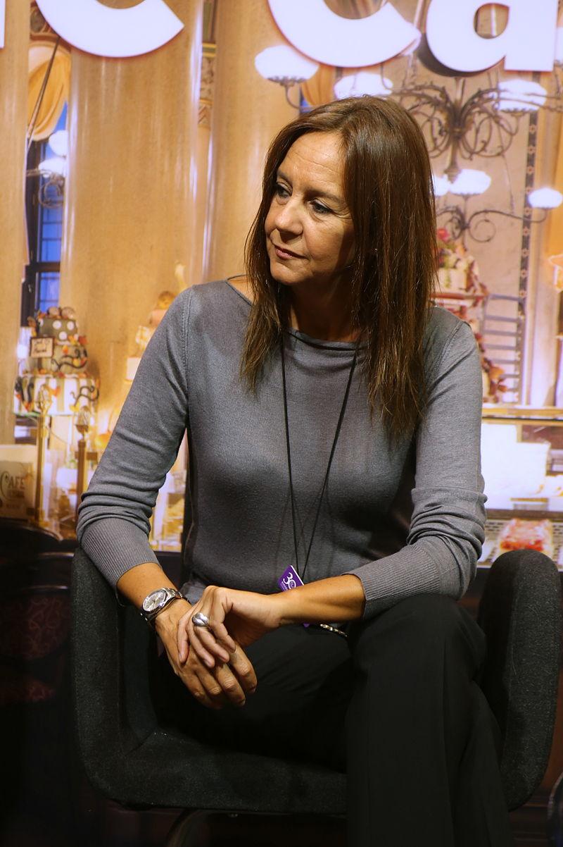María Dueñas, autora de Sira y El tiempo entre costuras