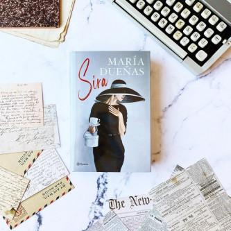 Montaje con la portada de Sira de María Dueñas