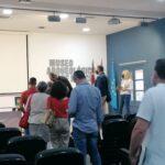 Y otro momentazo de la firma de Mursiya El pintor del Rey Lobo captado para las fotos del evento en Exlibris 2021