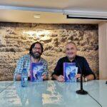 Posando con ejemplares del libro Sergio Reyes y el autor - Fotos del evento Exlibris 2021 presentación de Maryam de Siyasa de Antonio Balsalobre